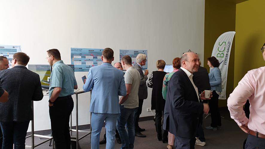 Foto FAMOS User Forum 2019: Stände & Präsentationen im gut besuchten Foyer